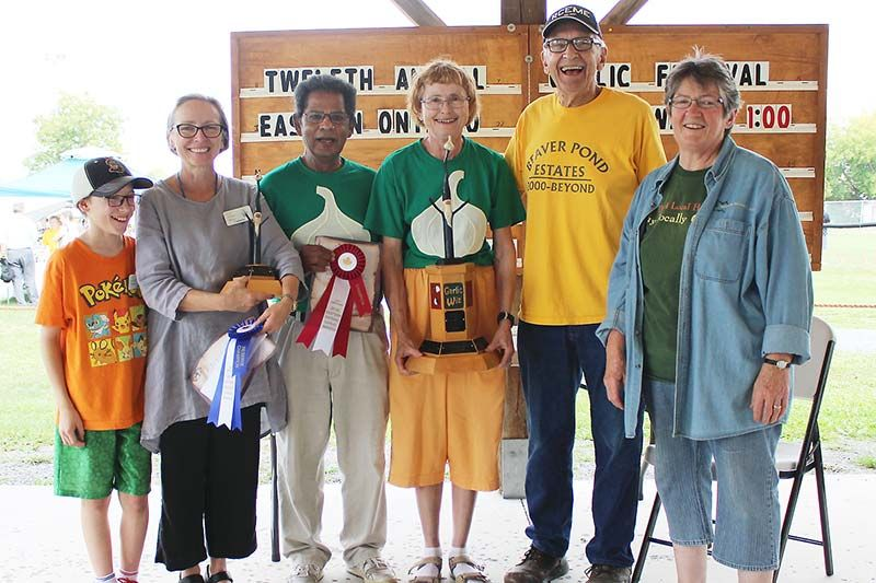From left, Liam Cheff, of Cheff Field Farms, Catherine Cheff of Cheff Field Farms (reserve champion), Viren and Dorothy Oogarah of Wagar Oogarah Farms, Garlic Guru Paul Pospisil and National Farmers Union representative Dianne Dowling. Photo/Craig Bakay
