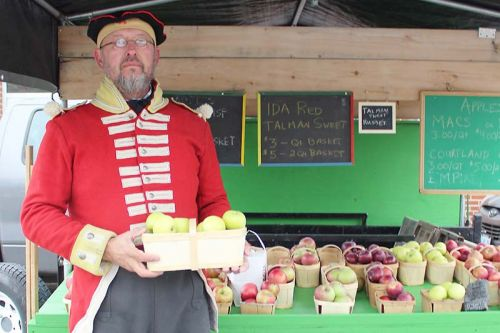 Mike Janssens of Janssens Fresh Produce sports a British redcoat from the Napoleonic era while promoting his antique apple varieties. Photo/Craig Bakay
