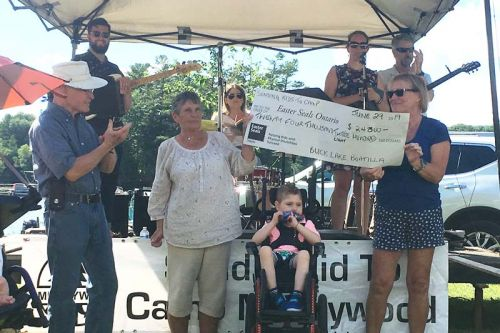 Cheque presentation at the Boatillla