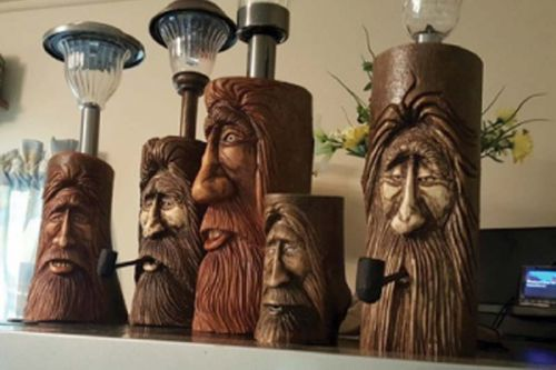 Wood carver Bobby Morrison will be showing at the Shamrock Bakery in Plevna (studio 15)