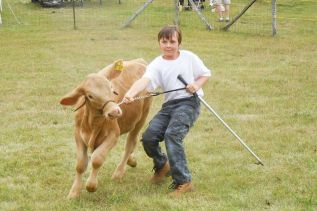 10 year old Dale Manson showing his Charolais calf at the Maberly fair