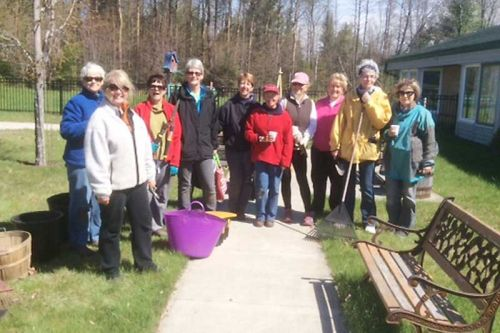 Spring clean up day at Pine Meadow Nursing Home in Northbrook. L-r: Denise Brundage, Karen Stinson, Lynn McEvoy, Sue Barchard, Sue Whyte, Jane Jeffreys, Rosemary Teed, Elaine Miller, Nellie Hobbs & Chris Bacon (Heather Machan not pictured). Photo by Mary Kelly
